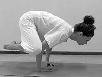 Beginnende yoga houdingen Kraai Kakasana
