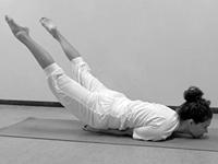 hatha yoga oefeningen Sprinkhaan Shalabhasana