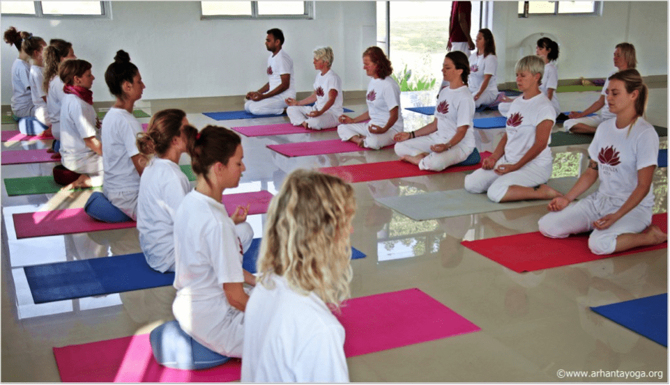 4 richtlijnen voor het creëren van de juiste sfeer in je yogales