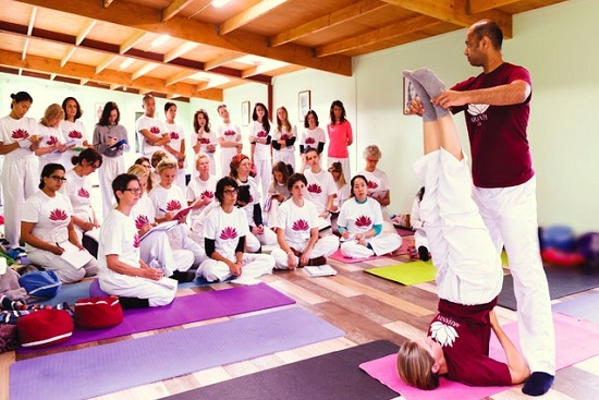 200-Yoga-teacher-training-ashram-europe-nl