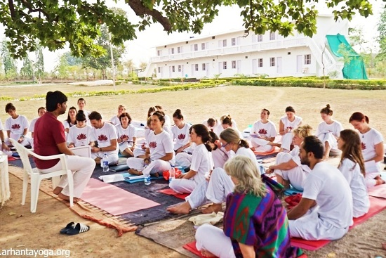 yoga docentenopleidingen in India organiseert