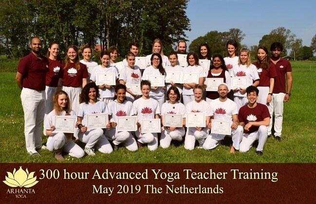 300 uur gevorderde yoga opleiding groepsfoto